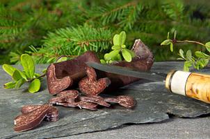 Torkad Renkorv tillverkad på småbitar av torkat Renkött. Skär i tunna skivor och ät som den är. Ca 110 g.