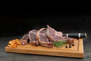 Renkottlett med ytterfilé är riktigt god att grilla eller steka. Storleken på kotletten påminner om en lammkotlett. Ni kommer att älska den här produkten!